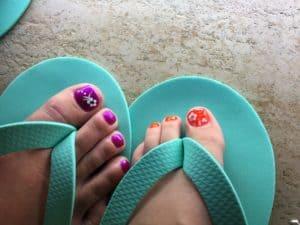 mom daughter pedicures