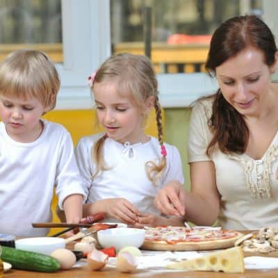 February days of the month for kids make pizza
